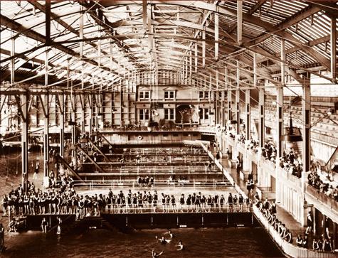 SB-swimmers-in-pool_Stark-c